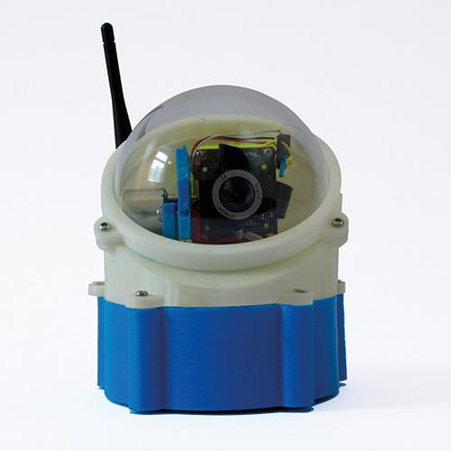 Ein Kamera-Modul steckt in einem 3D-Druck-Gehäuse mit transparenter Kuppel.